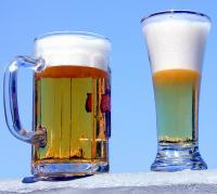 Bier zählt in Deutschland zu den Genussmitteln. Das Suchtpotenzial wird oft heruntgergespielt und selbst Jugendliche trinken immer früher Bier.
