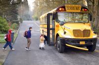 Mit dem Schulbus zur Alkoholkontrolle? Stichprobenweise soll getestet werden ob Schüler in den USA unerlaubt Alkohol konsumieren.
