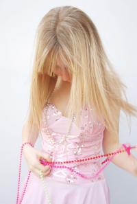 """""""Blond ist in!"""" Was """"in ist"""" wird nur selten in Frage gestellt. Modetrends werden wie Gesetze befolgt. Doch wieso?"""