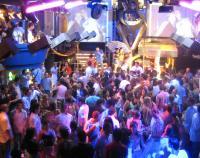Es gibt kaum Partys ohne Alkohol. Die legale Droge ist fest in die Gesellschaft integriert, obwohl man um ihre Gefahren weiß