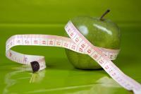 Magersüchtige achten strengstens auf ihr Gewicht. Selbst wenn nur ein Apfel gegessen wird, werden die Kalorien gezählt. Ziel ist es, die Idealfigur zu erreichen oder zu halten.