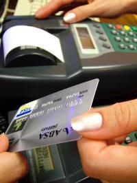 Jemand, der kaufsüchtig ist, kennt keine Grenzen mehr. Die Kreditkarte wird gerne bis aufs Äußerste ausgereizt, damit man an das Objekt der Begierde gelangt.