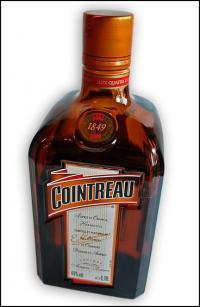 Eine Flasche französischer Likör: Cointreau