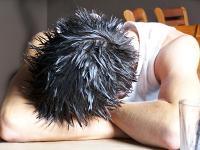 Teilweise greifen Menschen zu Aufputschmitteln um den stressigen Arbeitsalltag bewältigen zu können.