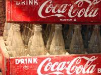 Coca Cola: ursprünglich befanden sich unter den Hauptzutaten die Blätter des kokainhaltigen Cocastrauchs