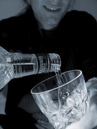 Alkohol ist gesellschaftlich anerkannt. Nicht nur auf Betriebsfeiern ist es selbstverständlich, alkoholische Getränke zu servieren